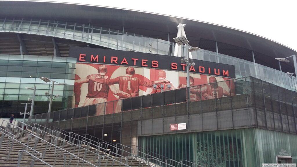 Zdjęcie z zewnątrz stadionu Emirates Stadium