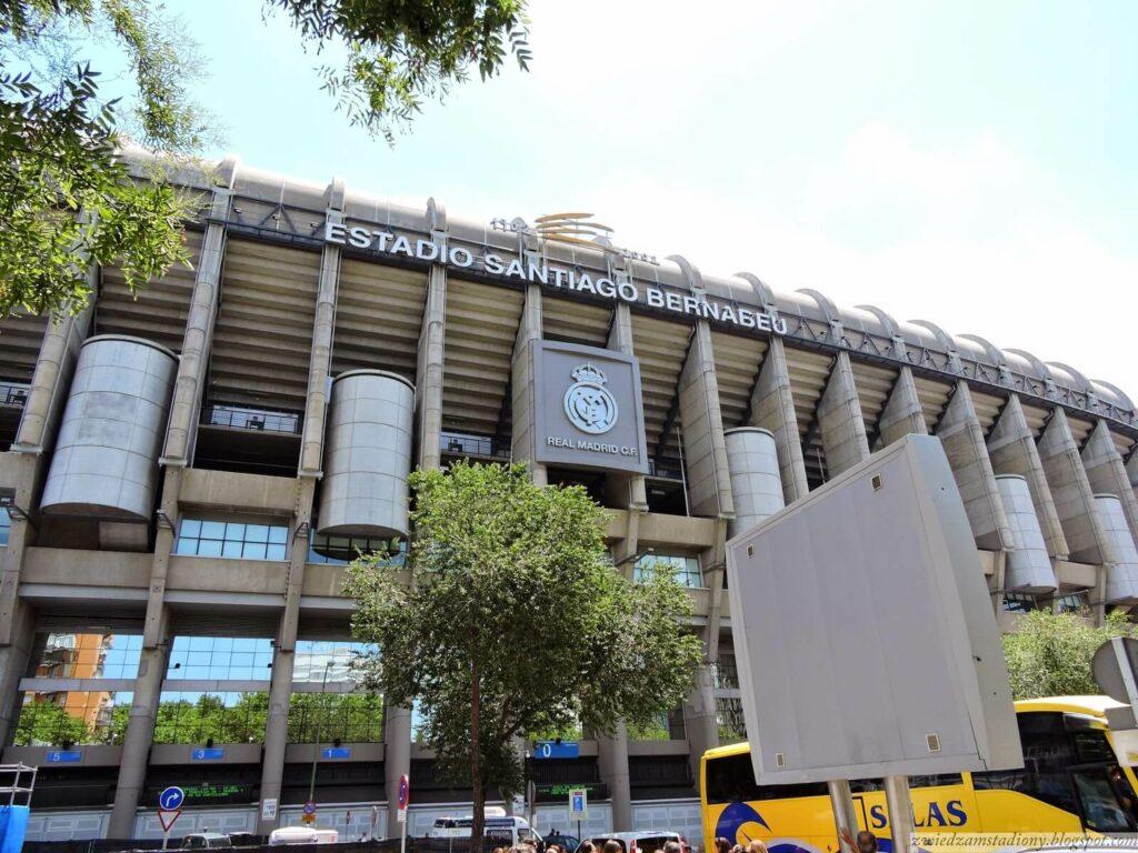 fasada stadionu Santiago Bernabeu w Madrycie