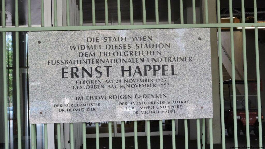 ablica pamiątkowa na stadionie w Wiedniu