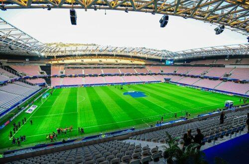 widok na trybuny stadionu w Nicei