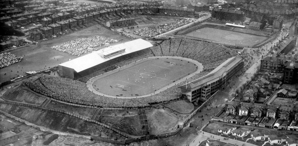 panorama stadionu Hampden Park z 1954 roku