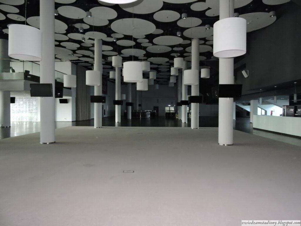 lobby nastadionie weWrocławu