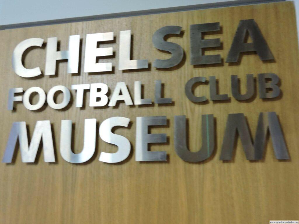 logo muzeum klubowego Chelsea Londyn