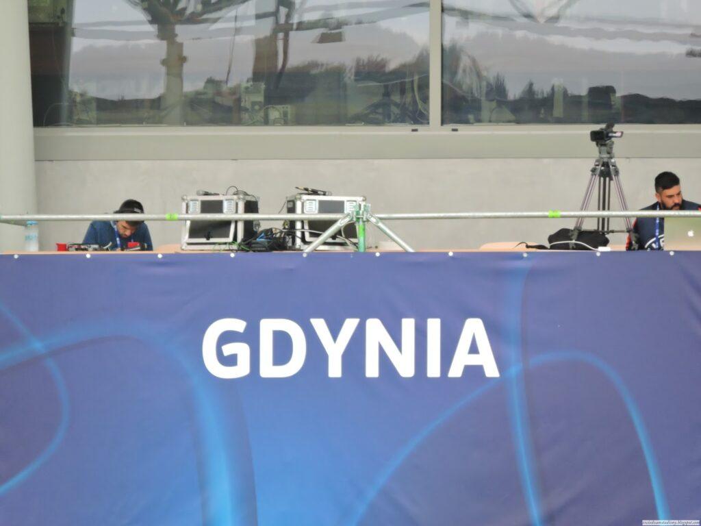 stanowiska komentatorskie na stadionie w Gdynii