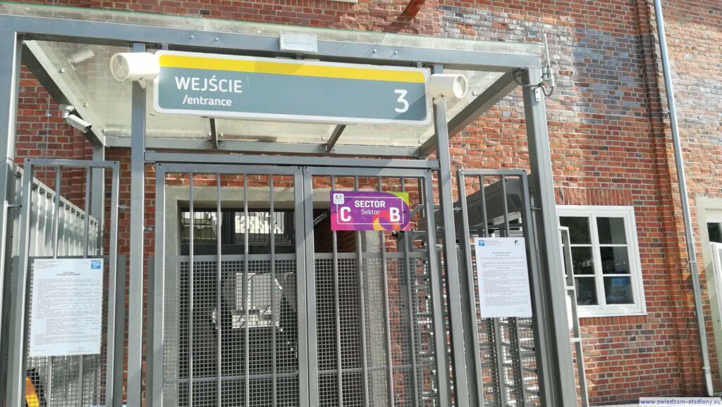 wejście na trybuny stadionu olimpijskiego Wrocław