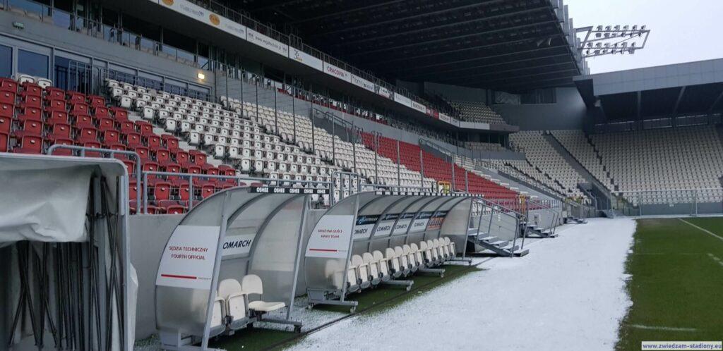 widok natrybunę główną stadionu Cracovii