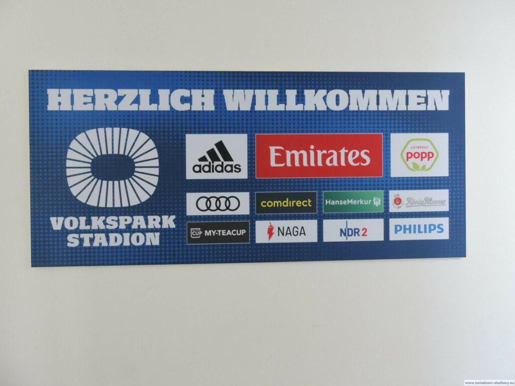 ścianka przy wejściu na stadion HSV