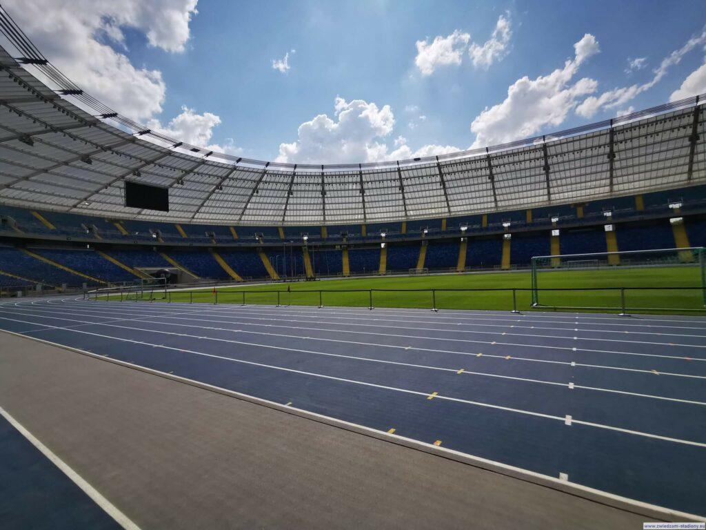 widok natrybuny zpoziomu murawy stadionu ślaskiego