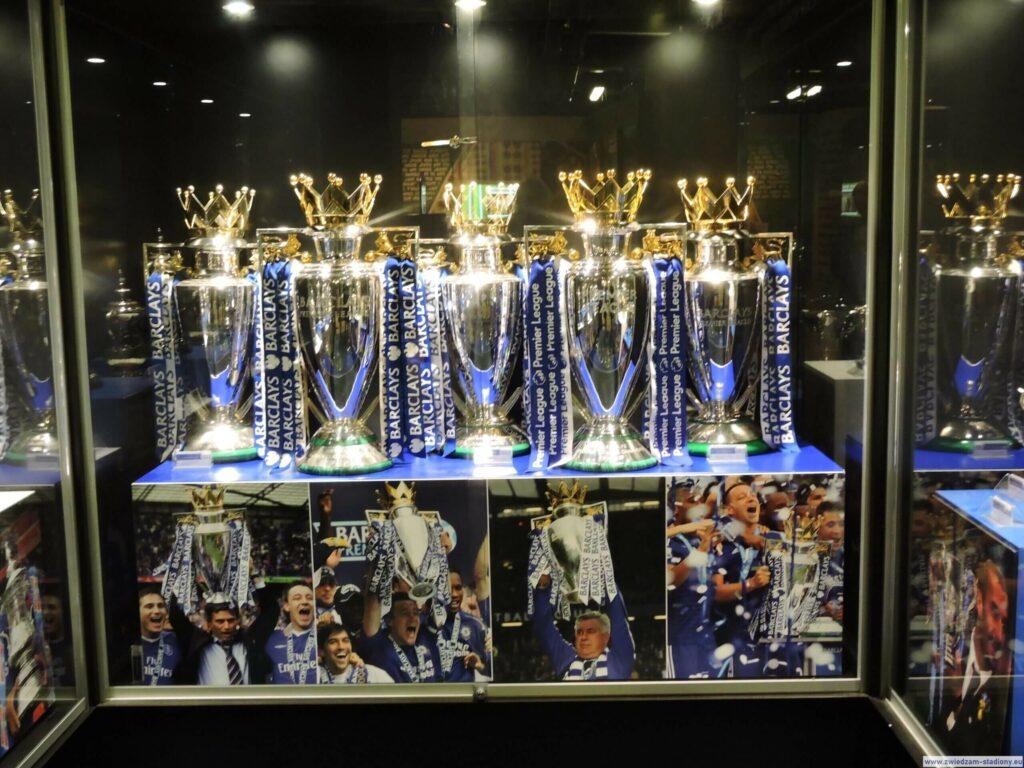 kolekcja pucharów wmuzeum klubowym Chelsea Londyn