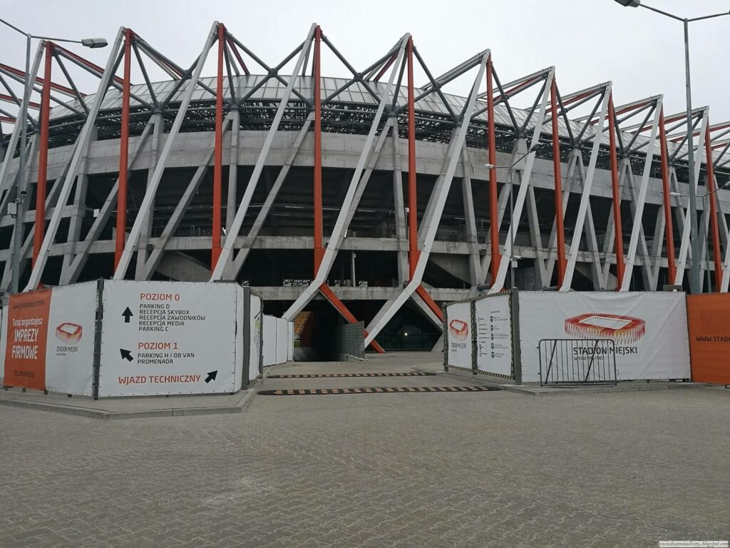 fasada stadionu wBiałymstoku