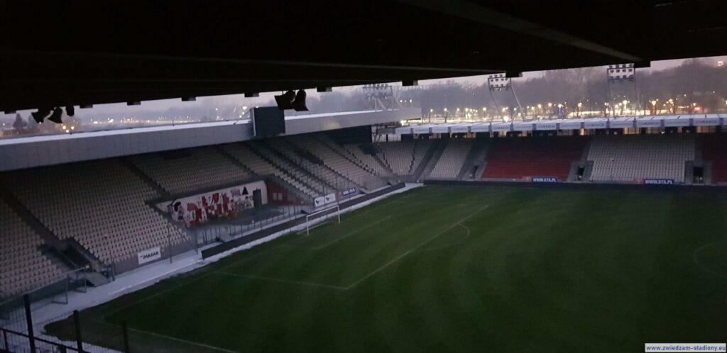 widok namurawę stadionu Cracovii