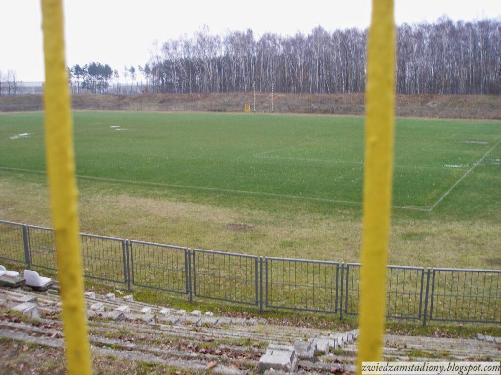Hutnik Warszawa widok na płytę główną stadionu