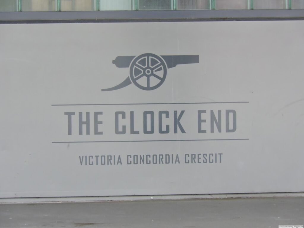 Trybuna clock end