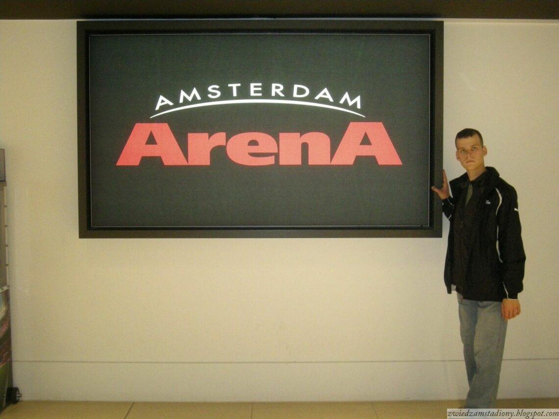 autor bloga w lobby stadionu Johan Cruyf Arena