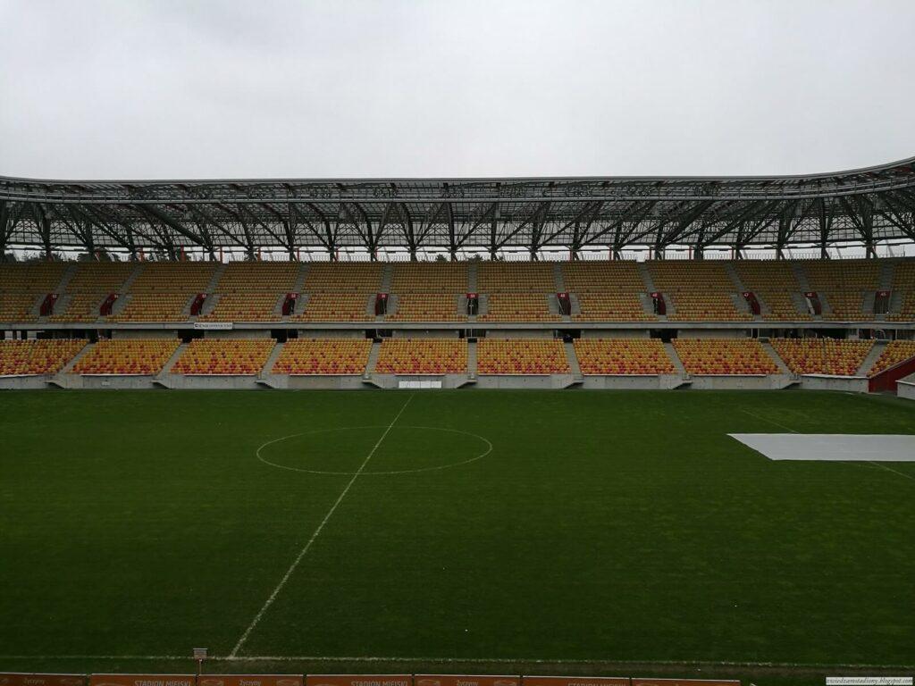 Trybuna stadionu wBiałymstoku odulicy Wiosennej
