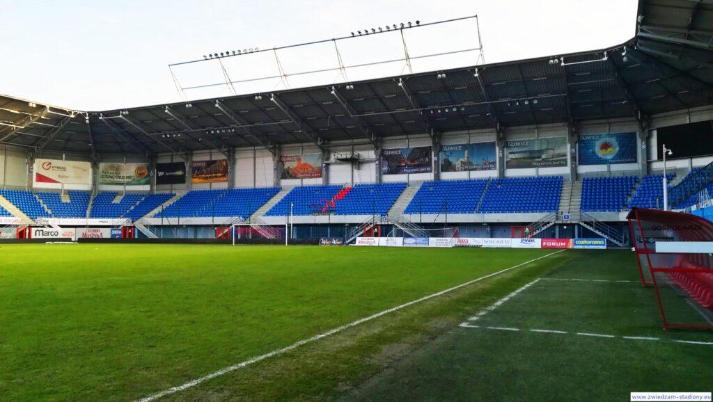 trybuna z sektorem gości na stadionie Piasta Gliwice