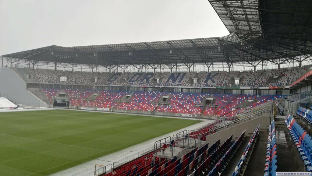 widok natrybunę północną stadionu wZabrzu