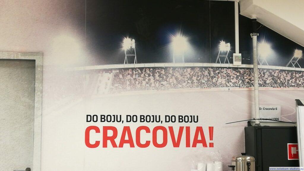 banner Cracovii naścianie nastadionie