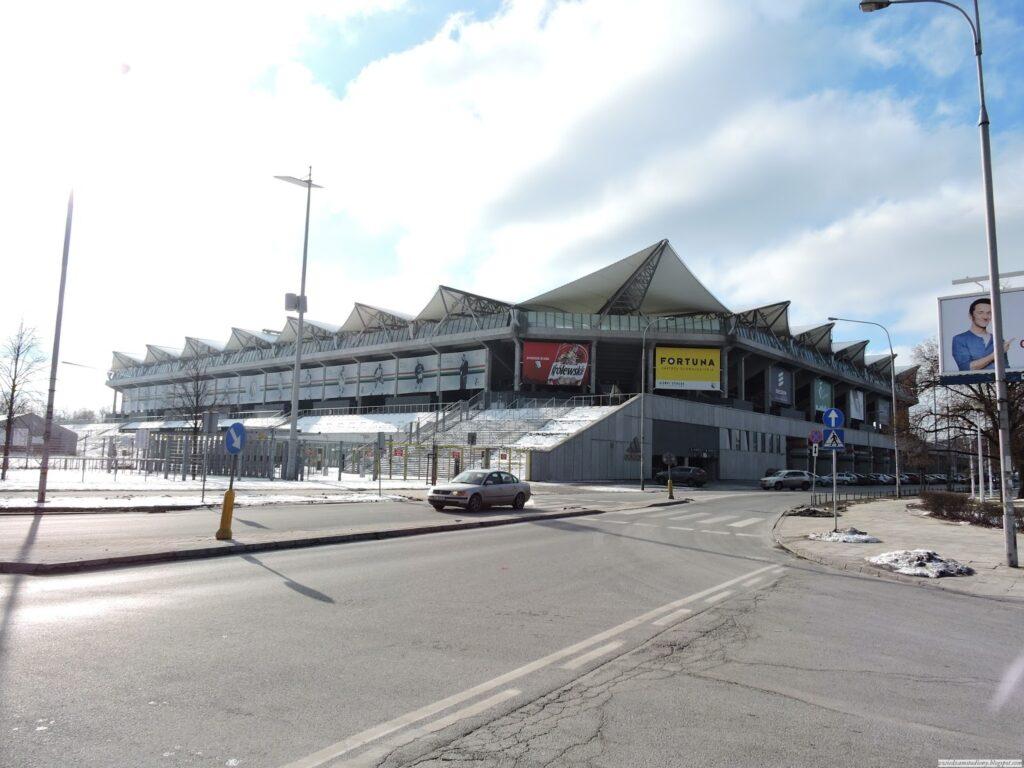 stadion Legii Warszawa od ulicy Łazienkowskiej