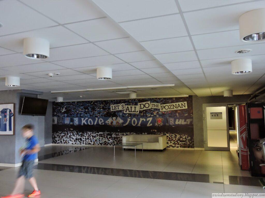 lobby stadionu prowadzące na murawę