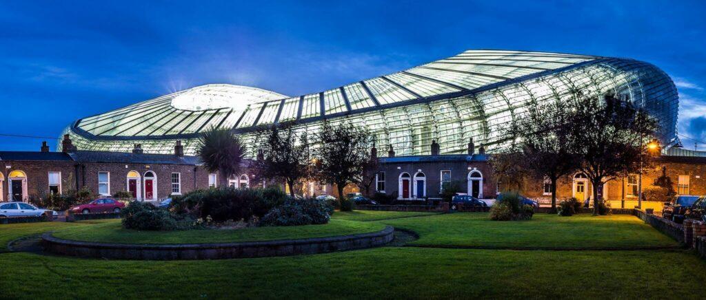 stadion Aviva Stadium nocą