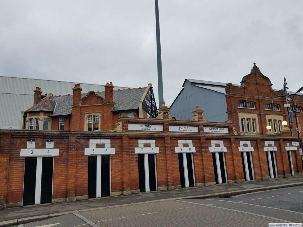 fasada stadionu Craven Cottage