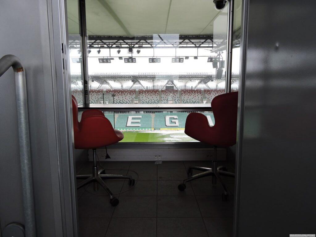 kabina komentatorska na stadionie Legii Warszawa