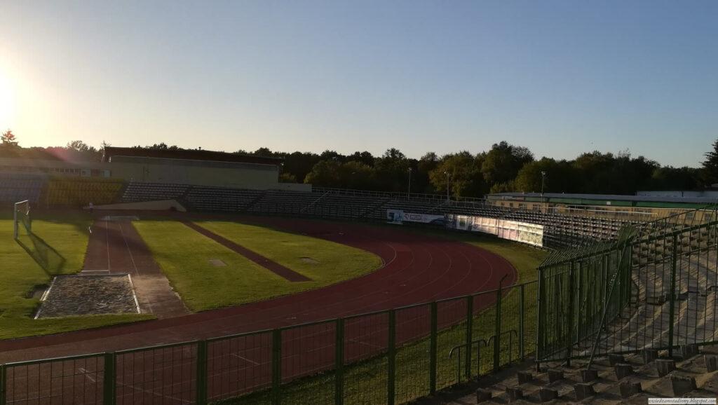 widok nabieżnię stadionu wZamościu