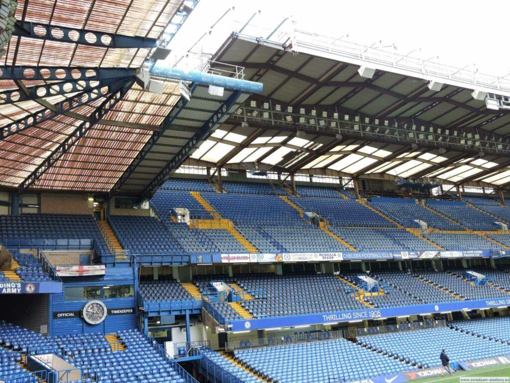 widok natrybunę główną stadionu Chelsea Londyn