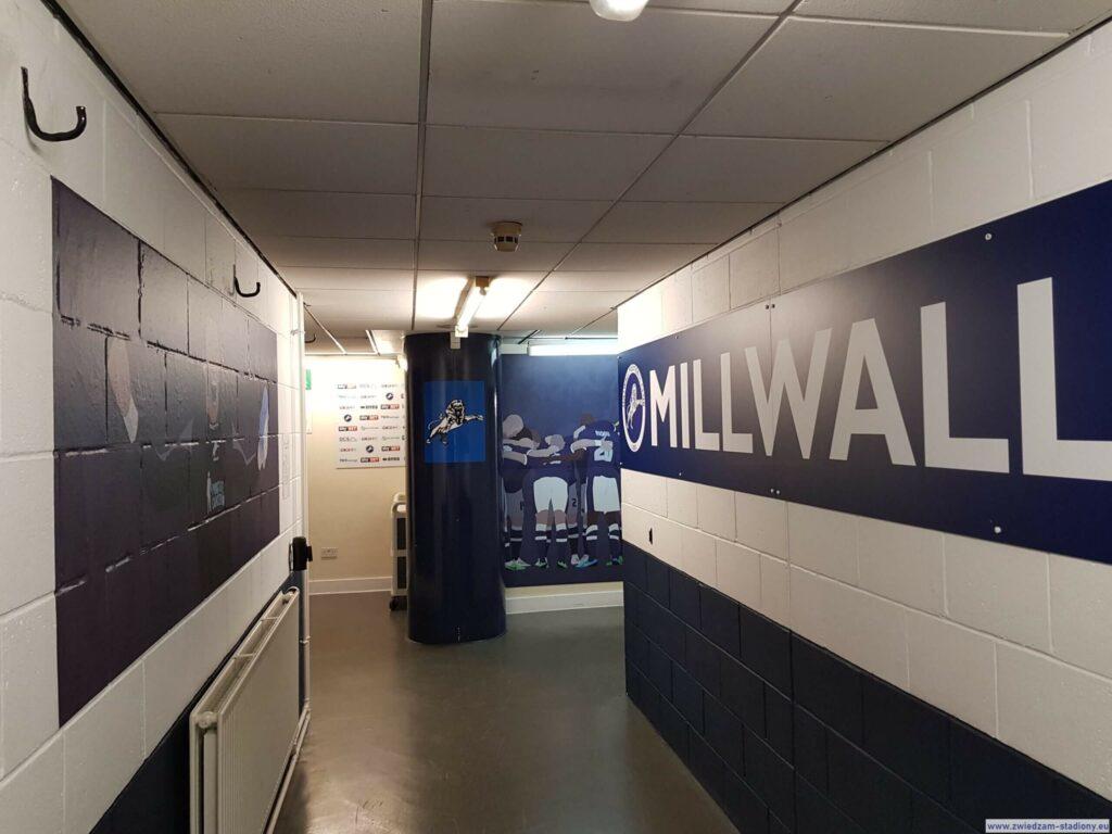 korytarz prowadzący doszatni Millwall