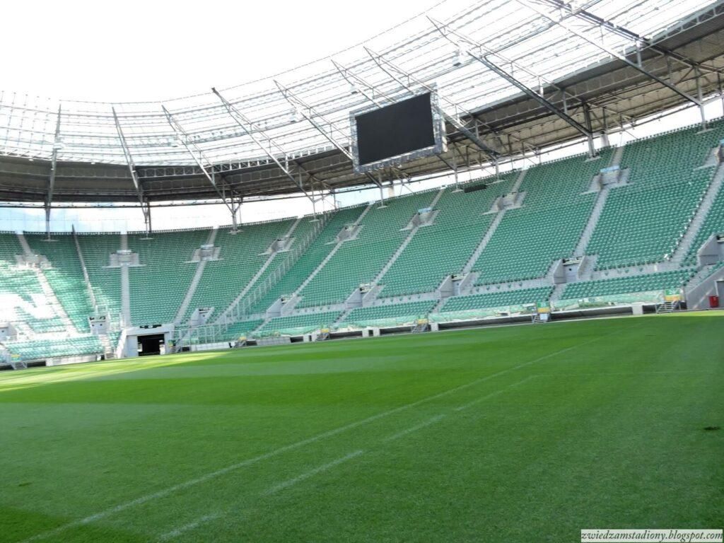 trybuny zabramką nastadionie weWrocławiu