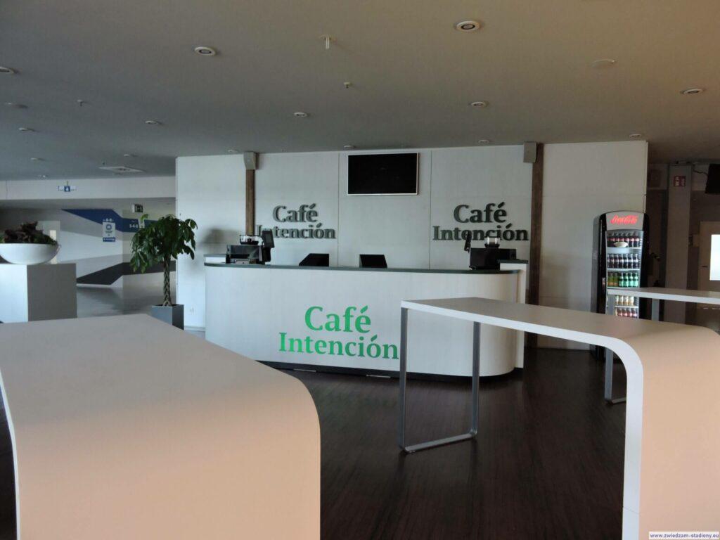 wnętrze kawiarni na stadionie Volksparkstadion