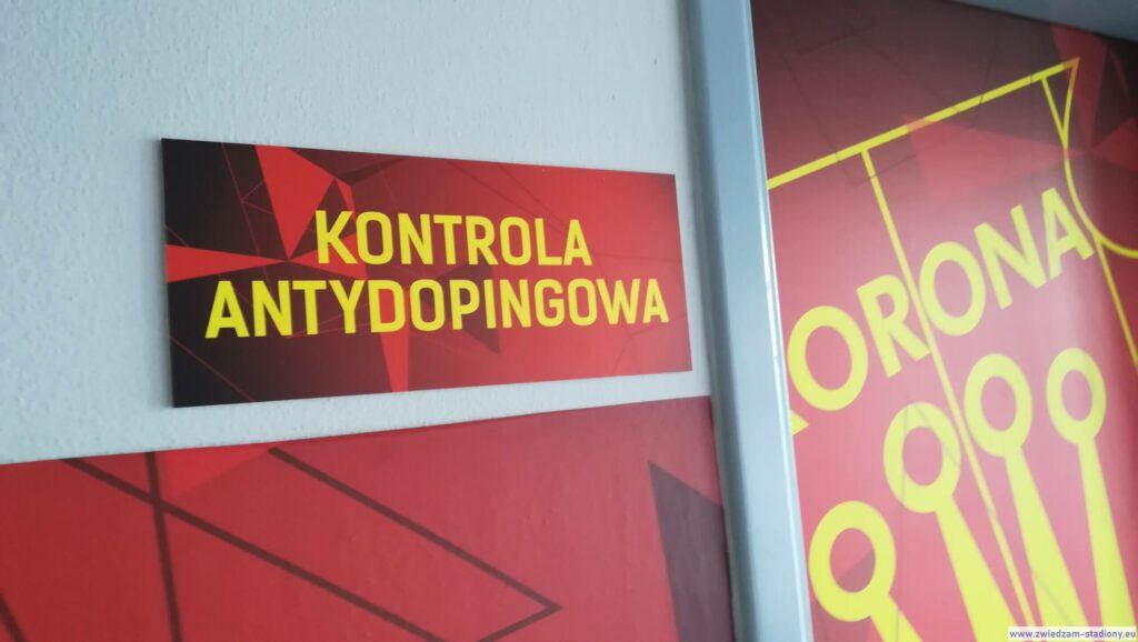wejście dopokoju kontroli antydopingowej nastadionie Korony Kielce