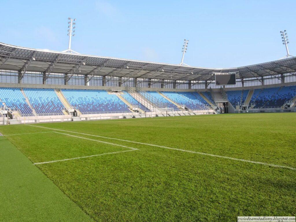 Widok z murawy stadionu