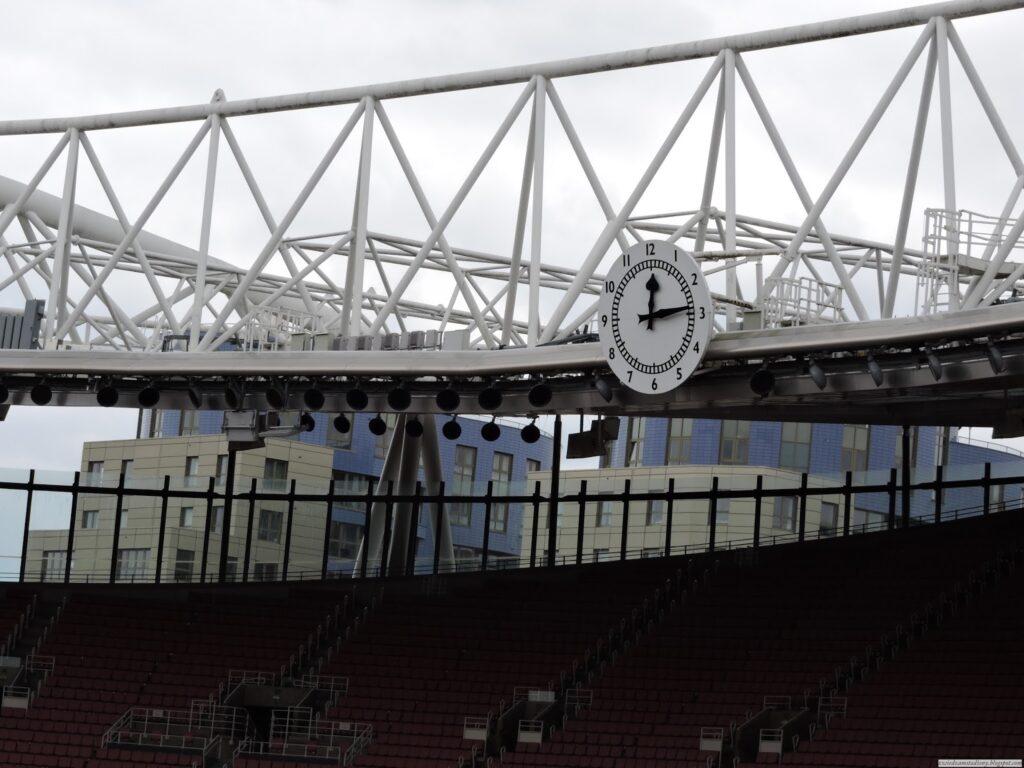 słynny zegar ze stadionu Highbury