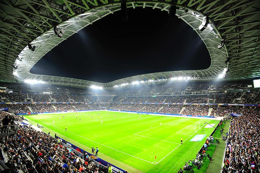 Stadion wNicei nocą
