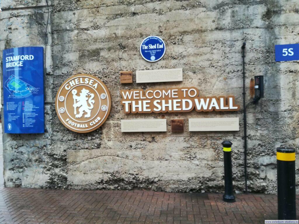 tablica pamiątkowa podstadionem Stamford Bridge