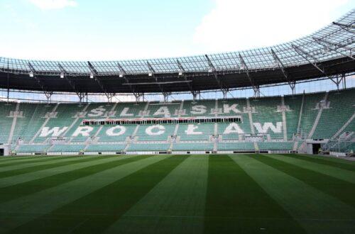 trybuna z nazwą klubu Śląsk Wrocław
