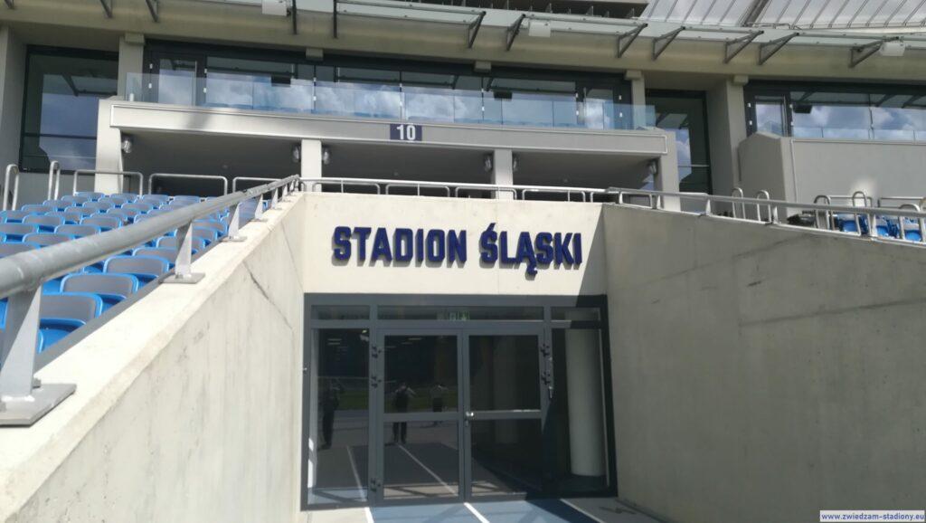 wyjście naboisko stadionu śląskiego