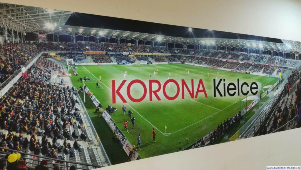 djęcie panoramiczne stadionu Korony Kielce nakorytarzu klubowym