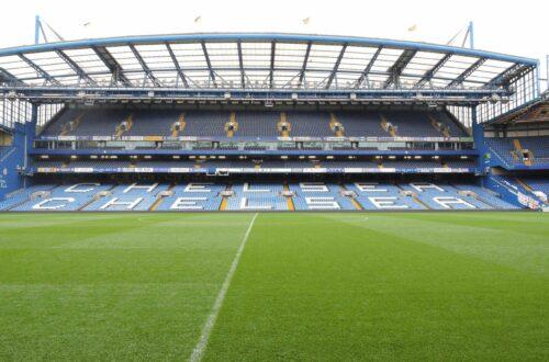Widok na murawę stadionu Chelsea Londyn