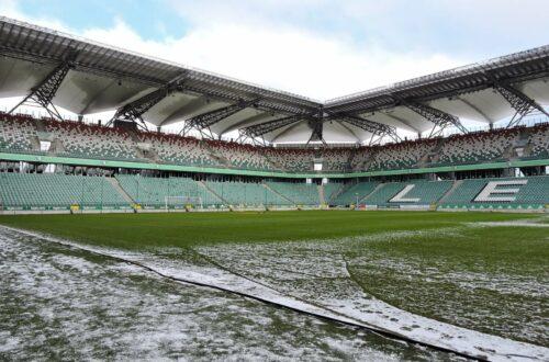 widok na murawę stadionu Legii Warszawa