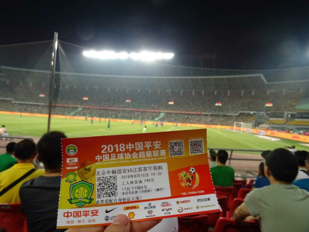 polak na stadionach i pamiątkowy bilet z meczu ligi chińskiej