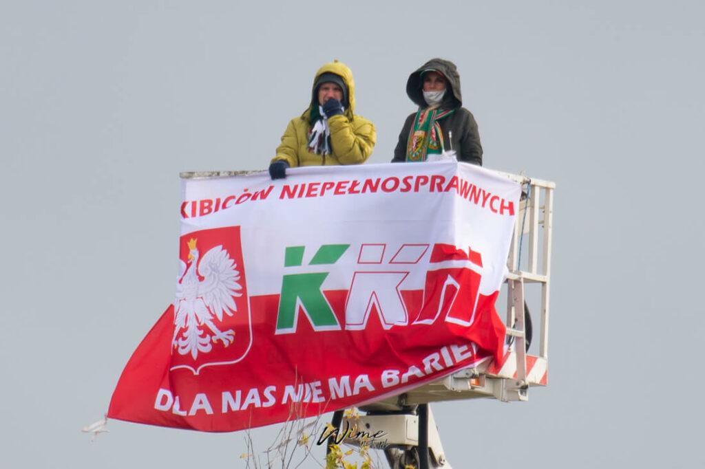 kibice KKN na meczu w czasie pandemii w Płocku