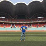 Szczepan-Janus-na-stadionie-w-Pjongjangu.j