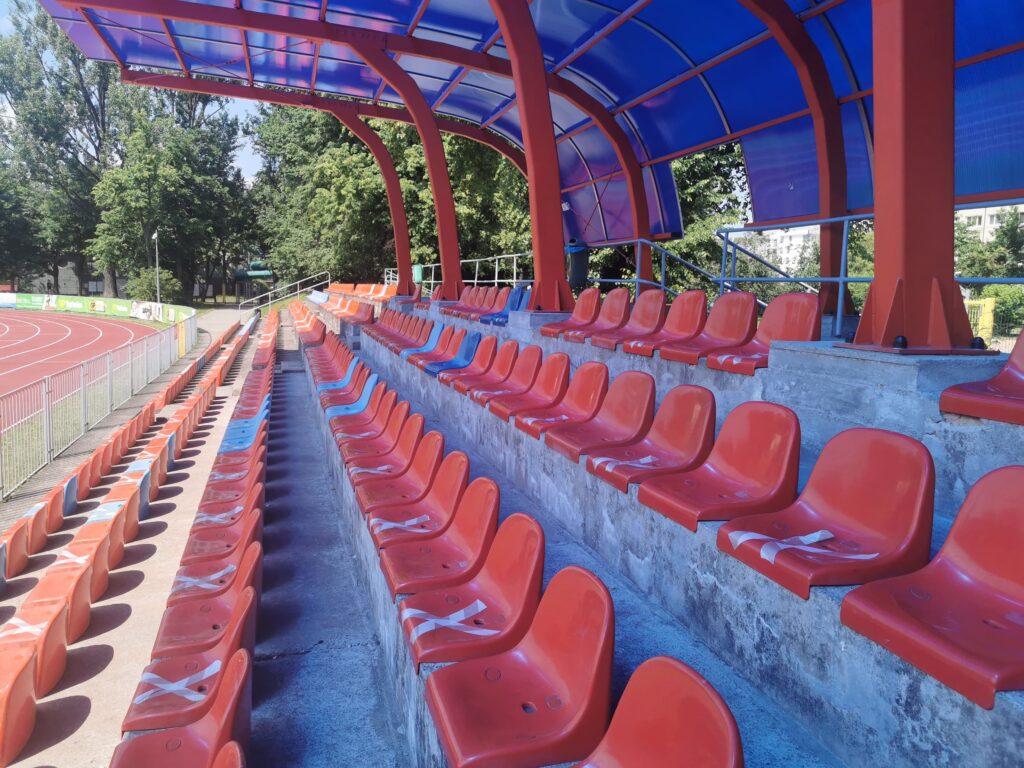 trybuna kryta na stadionie ursusa